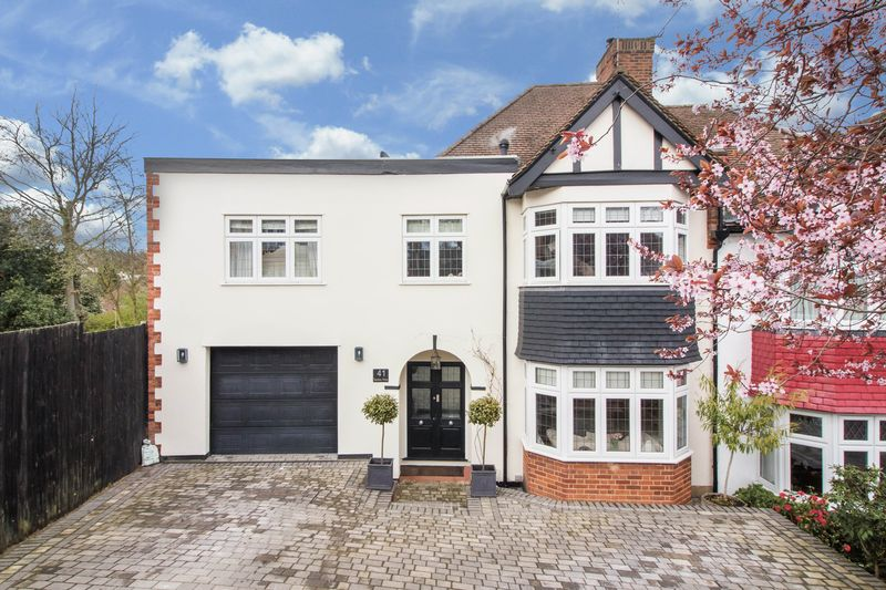 4 Bedrooms House for sale in Sedley Rise, Loughton